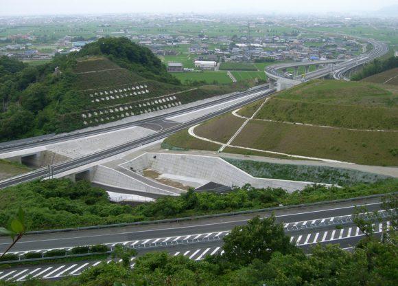 四国横断自動車道